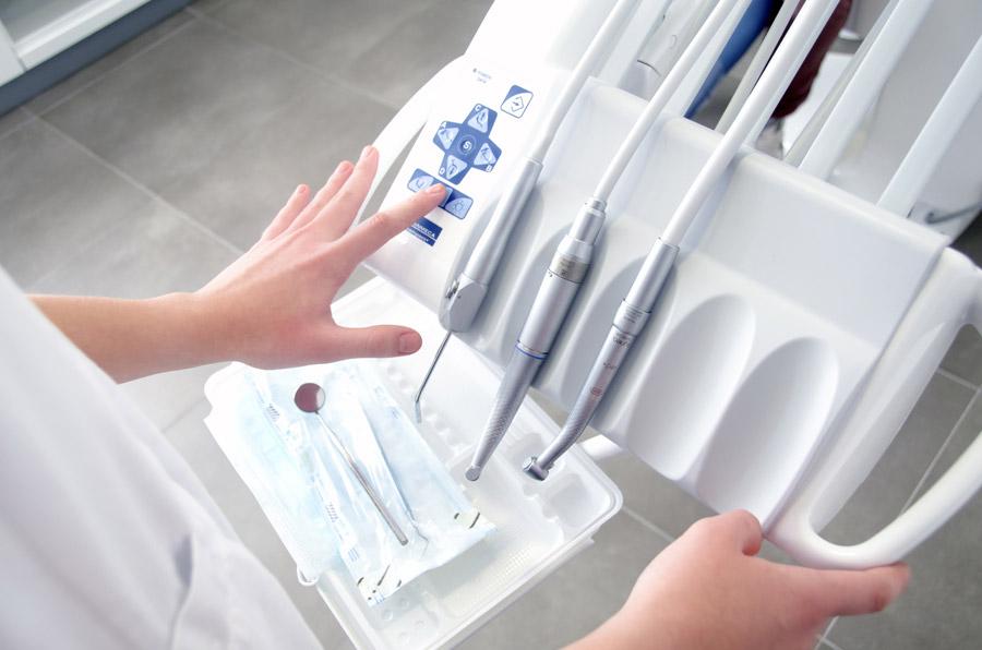 歯科治療で使用する青い光